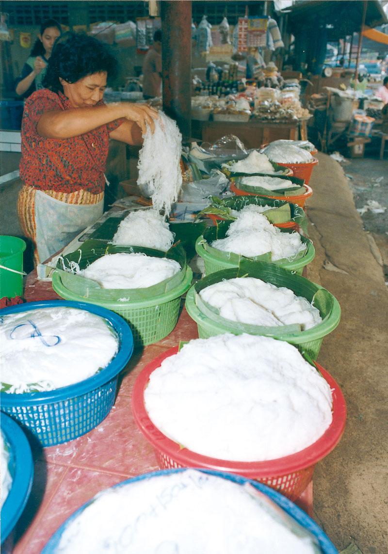米の粉が原料のカノムジーンはご飯代わりにもなる