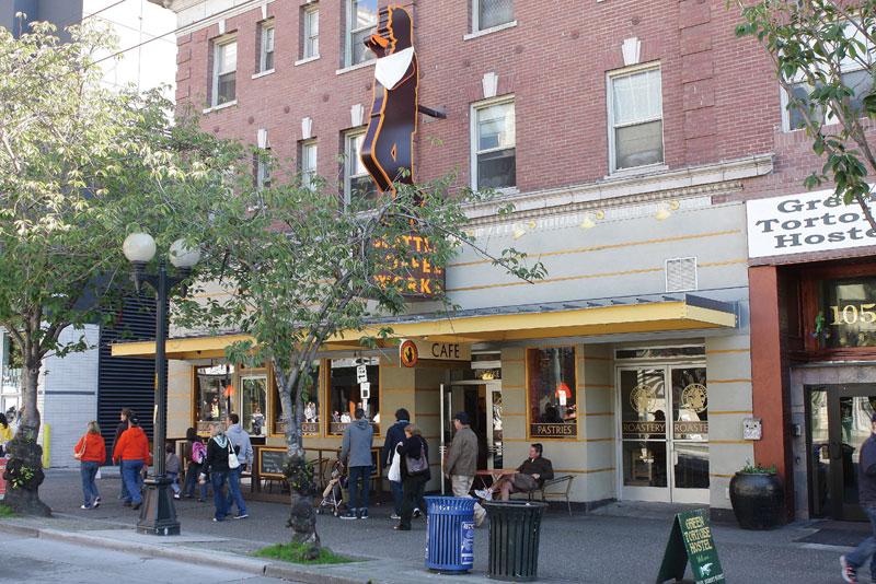 少し歩けばかならずカフェがある街並み。