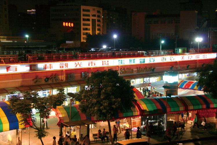 MRT淡水線・劍潭站1番出口から徒歩1分