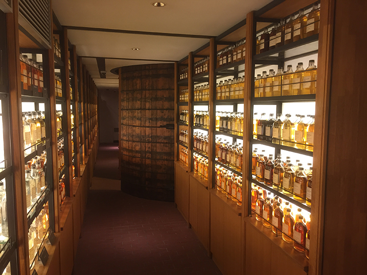 "The Yamazaki Whisky"", a public bath house!"