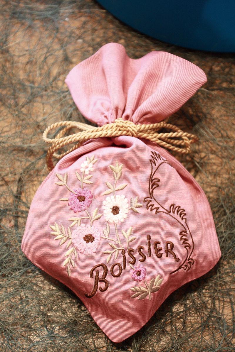ボワシエの布製ボンボニエール、いくつかボンボンを詰めてプレゼントに