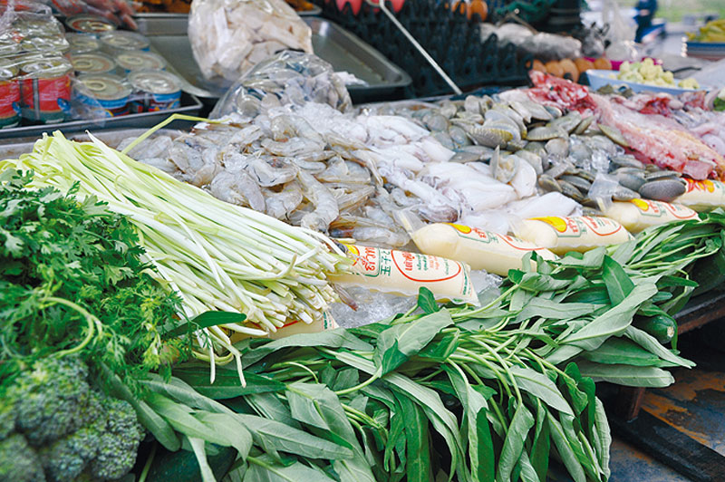 豚肉、鶏肉、牛肉、エビ、イカ、野菜など店にある材料だったら何でも作ってくれる