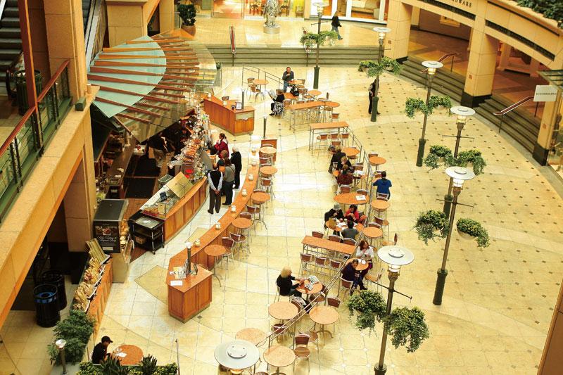 ショッピングセンターの中のカフェ。シアトライツの誰もがお気に入りのカフェを持っている。