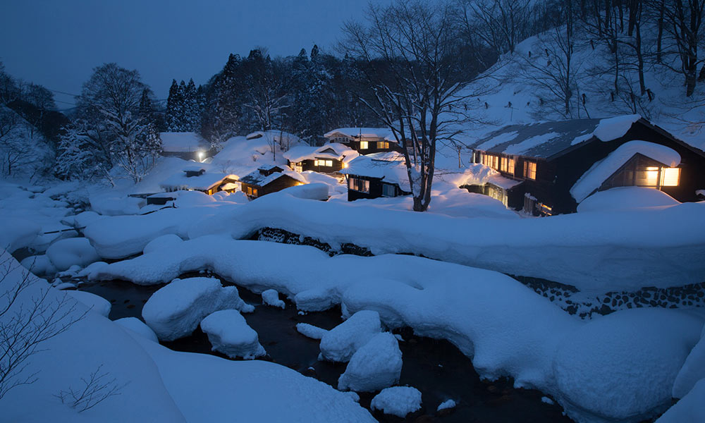 Experience visiting fantastical winter hot springs in Nyuto Onsen!