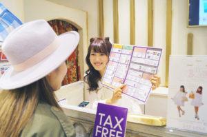 SHIBUYA 109が外国人観光客への免税対応に「指さし会話®」を導入