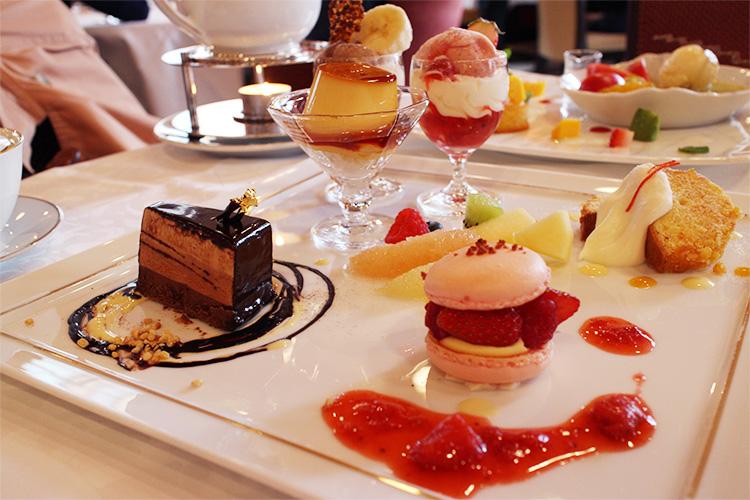 圖為4月份的「資生堂パーラー物語」甜點組合,價格:2450日元(附咖啡或紅茶)