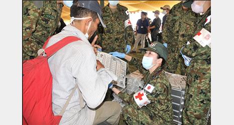 ネパールで発生した地震に伴う自衛隊の国際緊急援助活動で「指さし会話帳」が利用