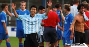 指さしドイツの愛読者 元サッカー選手、加藤敦也さん