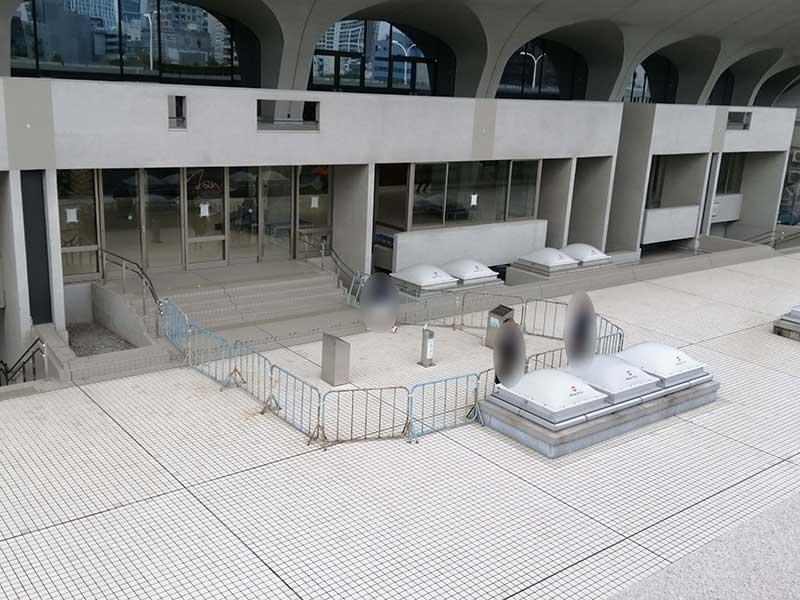 建物の外に設置されていた喫煙スペース