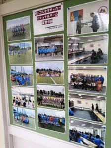 箱根キャンパスには、さまざまなキャンプが行われた際の写真が飾られています。各国との交流の中で、外国人対応のさまざまなノウハウが蓄積されています。