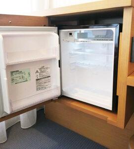 少し上に設置された冷蔵庫